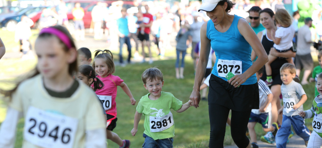 photo of runners of all ages at a $5 5k race