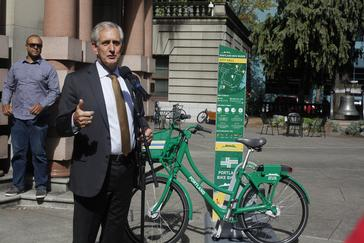 Mayor Hales at Bike Share news conference