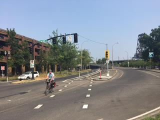new bike signal at Naito & Davis