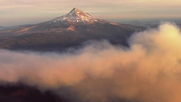 Photo of wildfire smoke around Mt Hood