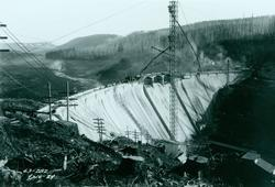 Black & white photo showing construction of Dam 1