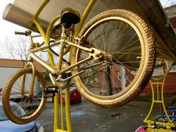 A picture of a Golden Bike